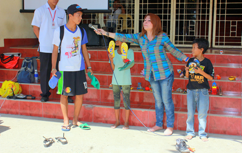 Dr. Marcelina Carpizo initiated the turn-over of the Handog Tsinelas to the street children.