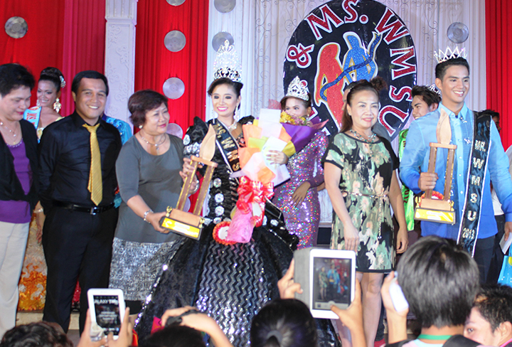 Dr. Milabel Enriquez-Ho (third from left) hands over the trophy to the Ms. WMSU 2013, Marissa Jade A. Koh.