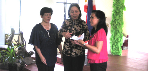 Dr. Julieta B. Tendero assisted by Dr. Lea U. Laput awards the certificate of participation to Prof. Heideliza R. Saipuddin.