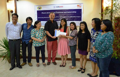 "USAID representatives, media practitioners and City Mayor Hon. Ma. Isabelle Climaco-Salazar (2nd from right) awards the ""Best Peace Journalism Story"" to Althea Basilanica Sanson, BS Biology I (center)"