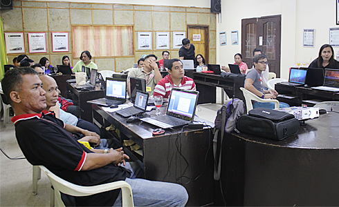 Participants listen intently to the lecture on photo editing.