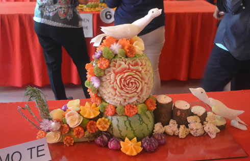 WMSU's entry to the Fruit and Vegetable Carving Competition, by Mary Joy S. Pelin and Lyncea P. Columbres,  bagged the second place.