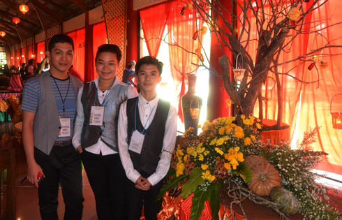 roud HRM Students, Daphne Vanice M. Perez and Nhiko Jay V. Ventura with coach Mr. Roderick G.Gonzales, show their creativity in Floral Arrangement. Their entry won third place.